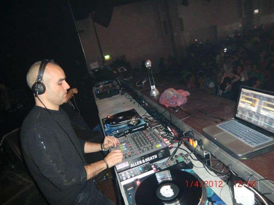 Foto scattata da Luca Dea di Paco Osuna che suona a Time Warp Mannheim