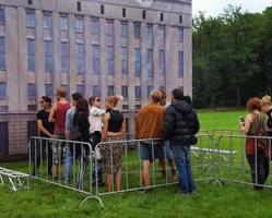 Beyond Festival crea il suo mini Berghain: virale!